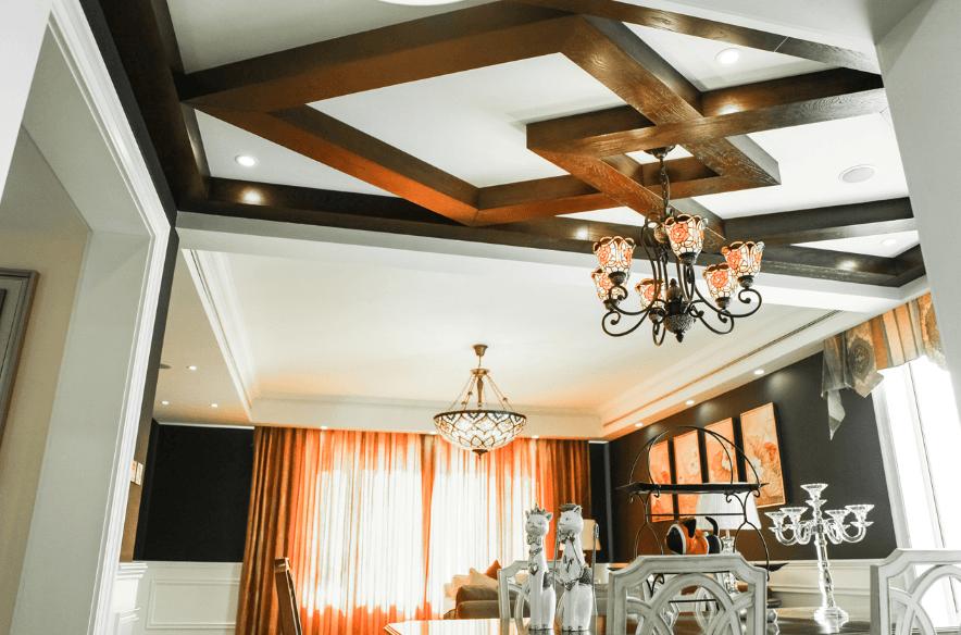 暖色调美式三室两厅两卫装修案例