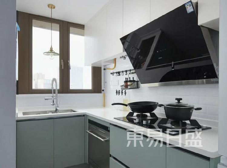 现代简约厨房装修效果图