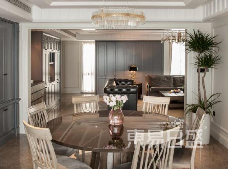 江杨家园200平三居室是美式风格装修设计案例——餐厅