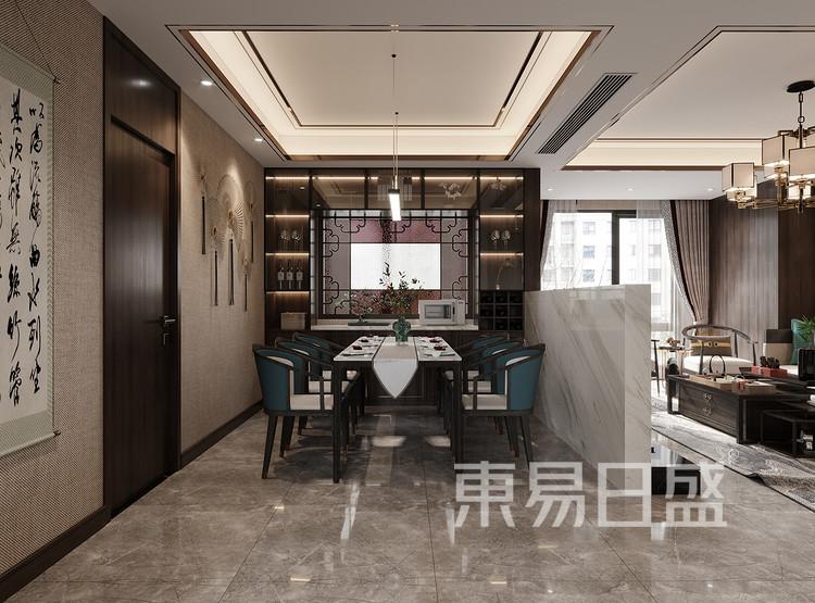 米色的背景色与深色的收纳柜相对,形成视觉的冲击,也体现出两种元素的融合与碰撞,低调大气,搭配上造型简单的客厅,与墙面的花鸟背景共同构建出怡然自得的舒适环境